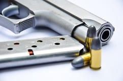9mm. tryckspruta med kulan Royaltyfria Foton