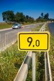 9no Señal del camino del kilómetro Imagenes de archivo