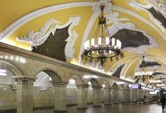 AKomsomolskayaстанцииметро(линия Koltsevaya) в Москве, России Стоковое Фото