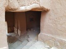 Aït Benhaddou el pueblo antiguo - el arco y la puerta a la vida espacio fotografía de archivo
