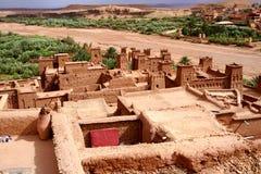 Aïtbenhaddou versterkt dorp in Marokko stock foto