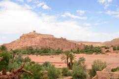 Aït Benhaddou Kasbah na porta do 'The de Ouarzazate do Desert' em montanhas de atlas altas, Marrocos imagens de stock