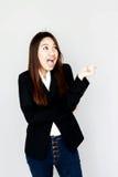ação asiática do sorriso da surpresa da menina com série preta Fotografia de Stock Royalty Free