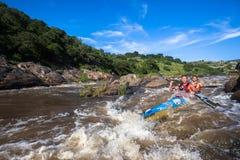 Ação da corredeira da raça da canoa Fotos de Stock Royalty Free