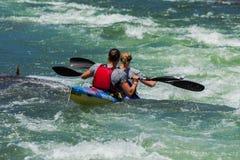 Ação da corredeira do rio da raça de Dusi da canoa Imagem de Stock