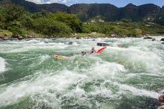 Ação da corredeira do rio da raça de Dusi da canoa Fotos de Stock Royalty Free