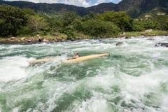Ação da corredeira do rio da raça de Dusi da canoa Foto de Stock