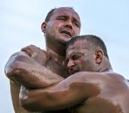 Ação da luta romana do festival turco da luta romana do óleo de Velimese em Turquia Imagens de Stock Royalty Free
