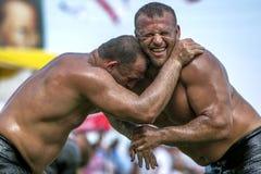 Ação da luta romana do festival turco da luta romana do óleo de Velimese em Turquia Foto de Stock