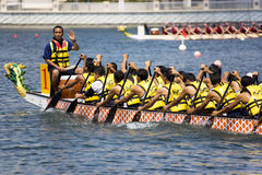 Ação da raça de barco do dragão Fotografia de Stock Royalty Free
