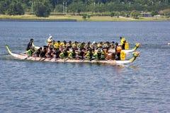 Ação da raça de barco do dragão Fotos de Stock Royalty Free