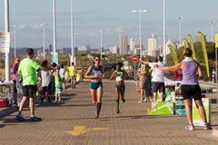 Ação da raça de maratona das meninas Fotografia de Stock