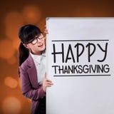 Ação de graças feliz da mostra da mulher na placa Foto de Stock