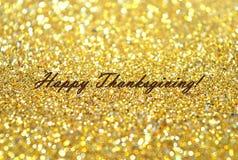 A ação de graças feliz do texto no fundo borrado com brilho dourado sparkles Imagens de Stock Royalty Free