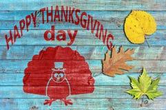 Ação de graças feliz no fundo de madeira azul Fotos de Stock
