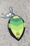 Ação de Kitesurfing no lago Fotos de Stock