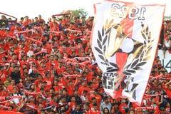 Ação de Pasoepati dos suportes do futebol ao apoiar sua equipe favorita Persis Solo Imagens de Stock