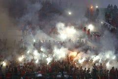 Ação de Pasoepati dos suportes do futebol ao apoiar sua equipe favorita Persis Solo Imagem de Stock