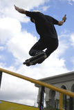 Ação de patinagem Inline agressiva (do corrimão) Imagem de Stock