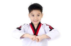 Ação de Taekwondo por um menino bonito asiático Imagens de Stock