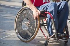 Ação do basquetebol da cadeira de rodas dos homens Foto de Stock Royalty Free