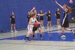 Ação do basquetebol das meninas Imagens de Stock