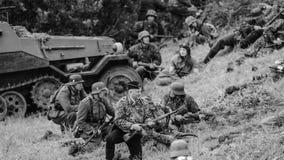 Ação do campo de batalha com preto e branco Fotos de Stock