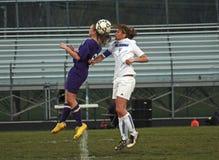 Ação do futebol das mulheres Fotos de Stock Royalty Free