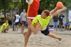 Ação do handball da praia Fotos de Stock Royalty Free
