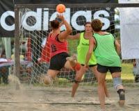 Ação do handball da praia Fotografia de Stock