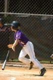 Ação do jogo de basebol da liga júnior Fotografia de Stock Royalty Free