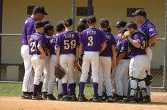 Ação do jogo de basebol da liga júnior Imagem de Stock