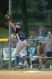 Ação do jogo de basebol da liga júnior Imagens de Stock
