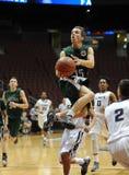 Ação do jogo de basquetebol da High School Fotos de Stock