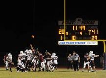Ação do jogo de futebol da High School Foto de Stock Royalty Free