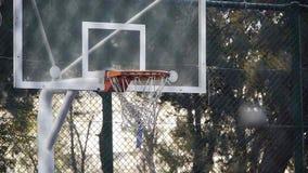 Ação 2 do jogo do esporte do streetball do basquetebol do jogo da cesta vídeos de arquivo