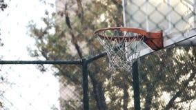 Ação do jogo do esporte do streetball do basquetebol do jogo da cesta video estoque