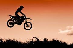 Ação do motocross com fundo do por do sol Imagens de Stock Royalty Free