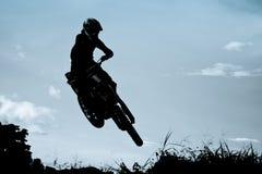 Ação do motocross com fundo do por do sol Imagem de Stock