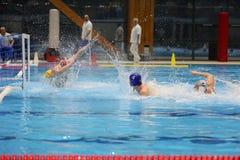 Ação do polo aquático - marcando um objetivo Fotografia de Stock Royalty Free