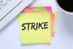 A ação do protesto da greve demonstra trabalhos, keybo da mesa dos empregados do trabalho Foto de Stock