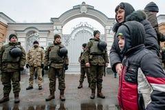 Ação do protesto sob a residência de Petro Poroshenko Fotos de Stock