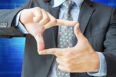 Ação do quadro do dedo do homem de negócios com trajeto de grampeamento Imagens de Stock