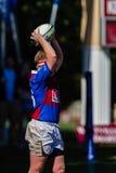 Linha-Para fora rugby Framesby da bola do jogador Foto de Stock