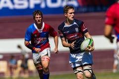 Rugby Westville da bola do funcionamento da asa do jogador Fotografia de Stock Royalty Free