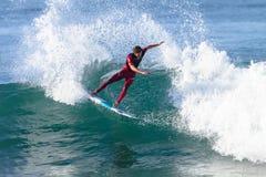 Ação surfando do passeio do surfista Fotografia de Stock Royalty Free