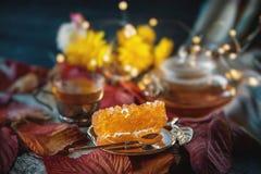 Açúcar de uva de Brown no close up transparente dos cristais Doçura oriental ao chá imagens de stock