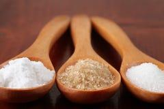 Açúcar em colheres de madeira Foto de Stock Royalty Free