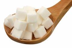 Açúcar em uma colher de madeira Fotografia de Stock Royalty Free