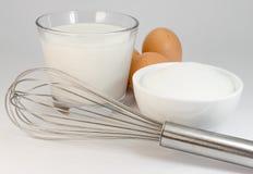 Açúcar, ovos, leite, batedor de ovos Imagem de Stock Royalty Free